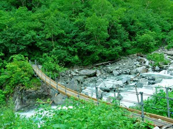 本谷橋(2000年当時はもっと粗雑な橋でした)