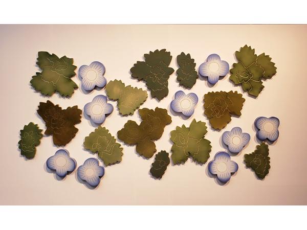 石本藤雄展―マリメッコの花から陶の実へ―オオイヌノフグリレリーフ