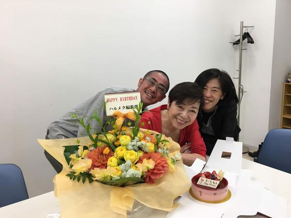 菊池和子先生と編集部井口と記念撮影