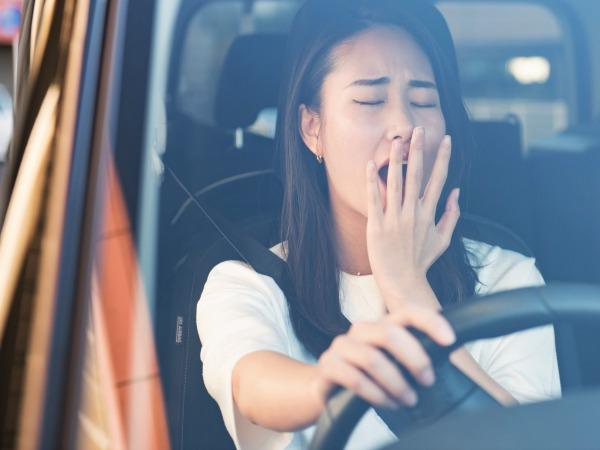 渋滞で眠気を感じた時はツボで簡単セルフケア