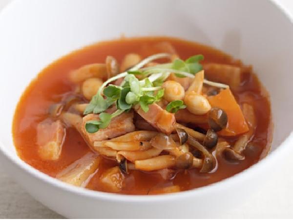 トマトジュースで作る簡単野菜スープ