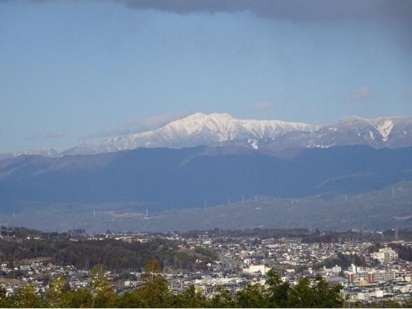 いつも、眺めて歩く仙丈ケ岳です。美しい形でしょう!!