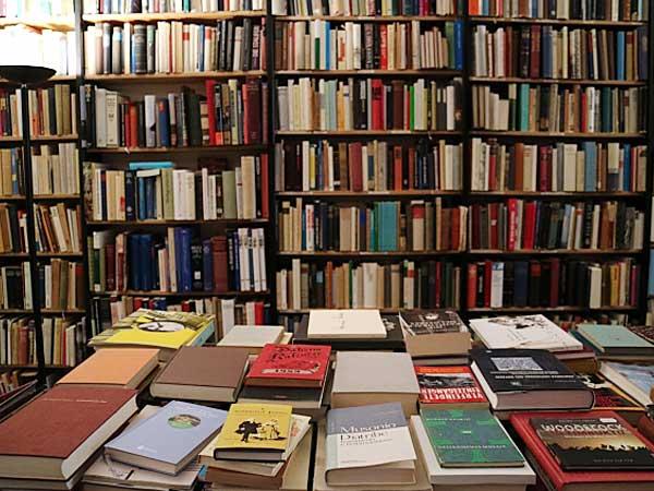 貸本屋へ通う幼少期から始まった、本探しの旅