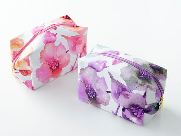 便利でおしゃれな花柄ポーチを15名様にプレゼント!